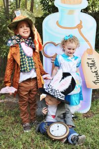 family halloween costumes alice in wonderland