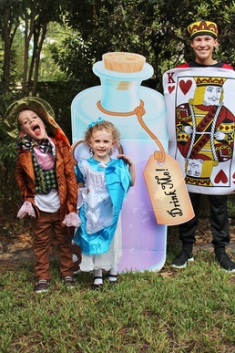 Alice In Wonderland Halloween Costume Family.Family Halloween Costume Ideas Alice In Wonderland Crowning Details