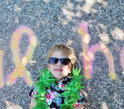 6 Birthday Party Photo Backdrops Using Spray Chalk