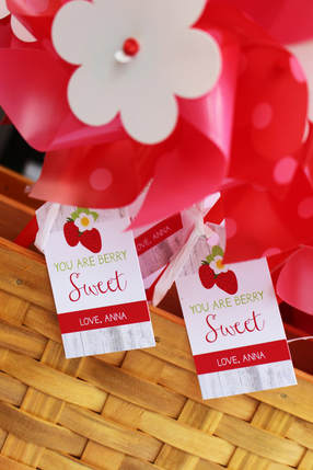 strawberry favor tags