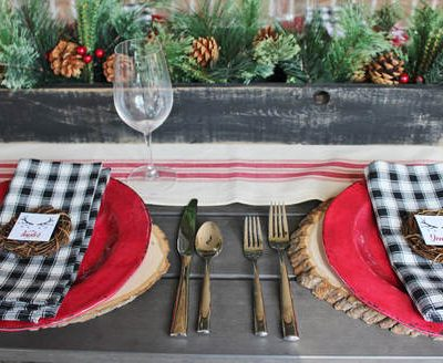 A Farmhouse Holiday Tablescape & FREE Printable Placecards
