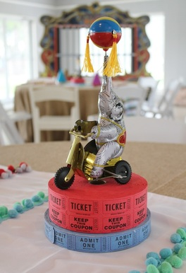 circus centerpiece for a circus party
