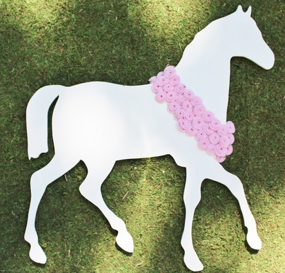 Horse Party Backdrop at a Kentucky Derby Birthday Party