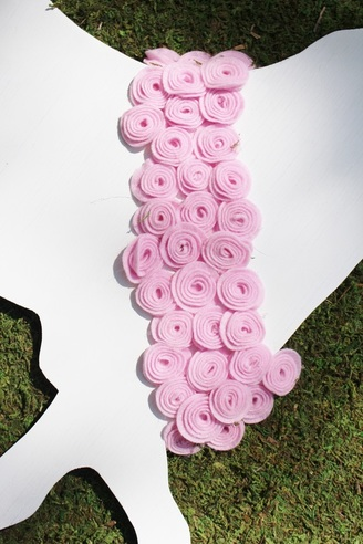 Felt rose garland at a kentucky derby birthday party