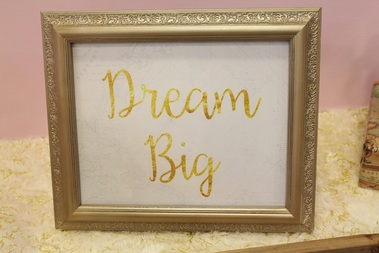 dream big printable signage at a hot air balloon party