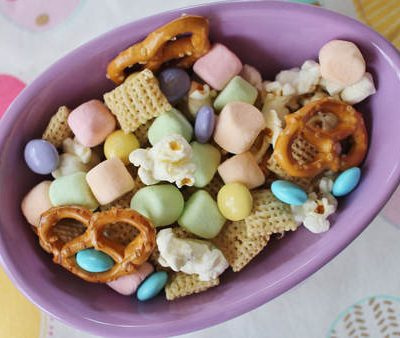 "Simple Easter Recipe: ""Bunny Bait"" with FREE Printable"