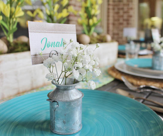 galvanized placecard holder with baby's breath