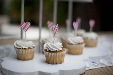 heart cupcake toppers at a kite birthday party