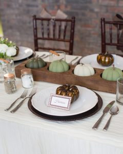 thanksgiving table on a budget
