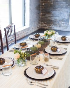 fall tablescape ideas using neutral colors
