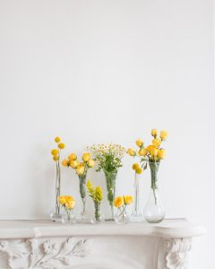 DIY floral arrangements using monochromatic colors